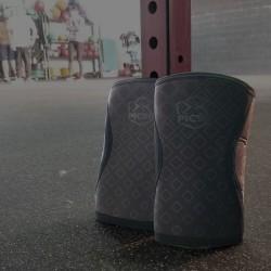 5 mm pair of Knee Black triangle - PICSIL